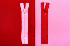 Bakgrund av rött och rosa tyg, vinande arkivfoton