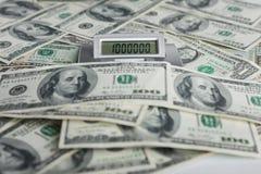 Bakgrund av räkningar för $ 100 och en räknemaskin Royaltyfria Foton