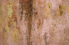 Bakgrund av rostmetallväggen Arkivfoto