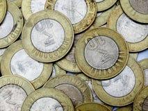 Bakgrund av 10 rupier indiskt mynt Arkivfoto