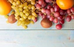 Bakgrund av saftiga frukter royaltyfri fotografi