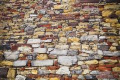 Bakgrund av sten- och tegelstenväggen Arkivfoton