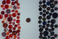 Bakgrund av svarta och röda knappar Fotografering för Bildbyråer