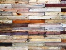 Bakgrund av träplankor för olika färger Arkivfoton