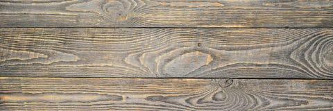 Bakgrund av trätexturbräden med gula färgkvarlevor av grå färger målar narrow arkivfoton