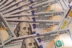 Bakgrund av USD 100 valutaanmärkningar Arkivfoto