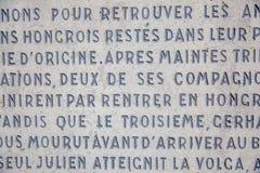 Bakgrund av väggen med latinska inskrifter arkivbild