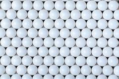 Bakgrund av vita bollar airsoft 6mm Arkivfoton