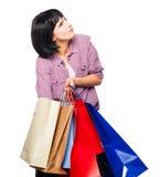 bakgrund bags brunett över vitt kvinnabarn för shopping royaltyfria foton