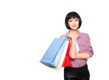 bakgrund bags brunett över vitt kvinnabarn för shopping Arkivfoton