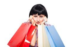 bakgrund bags brunett över vitt kvinnabarn för shopping Royaltyfri Foto