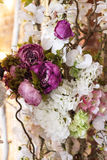 Bakgrund består det av olika blommor Arkivfoto