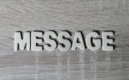 Bakgrund Bokstäver på trätabellen `-Meddelande`, Arkivfoton
