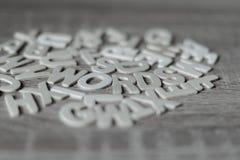 Bakgrund Bokstäver på trätabellen `-Ord`, Royaltyfri Foto
