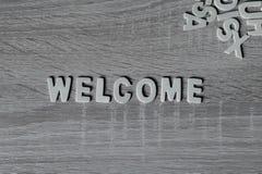 Bakgrund Bokstäver på trätabellen Välkommen ` för `, Arkivbilder