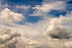 1 bakgrund clouds den molniga skyen Royaltyfri Bild