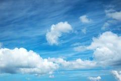 bakgrund clouds white Fotografering för Bildbyråer