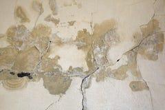 bakgrund cracked skadlig gammal nedfläckad vägg Arkivfoton