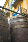 bakgrund 3d barrels model vit wine moder två för färgdotterbild Arkivfoto