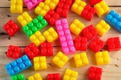 bakgrund 3d blockerar plastic toywhite för färgrik bild Royaltyfri Fotografi