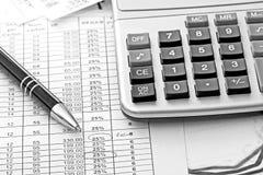 bakgrund diagrams finansiell white för oerpennrapport Arkivbild