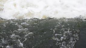 Bakgrund ett stort flöde av vatten Flodström arkivfilmer