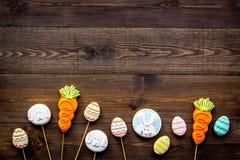 bakgrund färgade vektorn för tulpan för formatet för easter ägg eps8 den röda Kakor i form av den easter kaninen och easter ägg M Arkivfoto