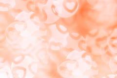 Bakgrund för abstrakt begrepp för dag för valentin` s av den mjuka apelsinen, vita bokehsuddighetshjärtor Royaltyfri Fotografi