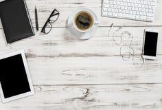 Bakgrund för affär för mobiltelefon för PC för minnestavla för kaffe för kontorsskrivbord arkivbilder