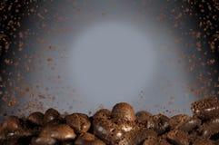 Bakgrund för arom för kaffebönor royaltyfria bilder