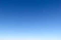 Bakgrund för blå himmel i morgonen Arkivbilder