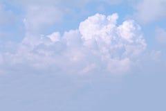 Bakgrund för blå himmel med moln Arkivbilder