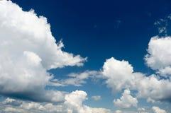 Bakgrund för blå sky Arkivbild