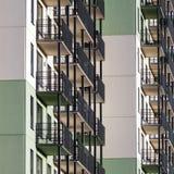 Bakgrund för bostads- byggnad Arkivfoton