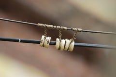 Bakgrund för brunt för volt för elektrisk elektricitet för tråd aktuell Fotografering för Bildbyråer