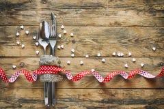 Bakgrund för dag för valentin` s, gaffel, kniv, band Royaltyfria Foton