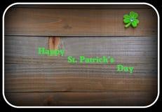 Bakgrund för dag för St Patrick ` s med växt av släktet Trifolium Arkivbilder