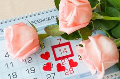 Bakgrund för dag för St-valentin` s med det inramade kalenderdatumet 14 Februari, Arkivfoton