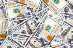 Bakgrund för 100 dollarräkningar Hög av senast hundra US dollarsedlar packa ihop finans Arkivbilder