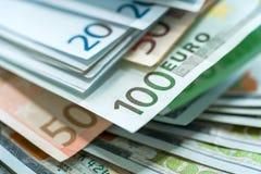 Bakgrund för euro- och USA dollarpengarsedlar Arkivfoton