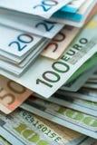 Bakgrund för euro- och USA dollarpengarsedlar Arkivbilder