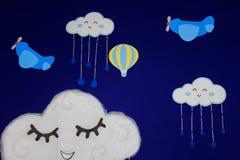 Bakgrund för födelsedagpartiet, med flygplan, ballonger och moln som ler i en härlig blå himmel stock illustrationer