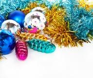Bakgrund för för färgjulbollar och toys Fotografering för Bildbyråer