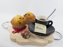 Bakgrund för frukost på måndag, med amerikanskt kaffe, två ch royaltyfria foton