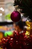 Bakgrund för glad jul för brosur och baner Arkivfoton