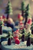 Bakgrund för glad jul med Xmas-prydnaden från lera Royaltyfria Bilder