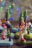 Bakgrund för glad jul med Xmas-prydnaden från lera Royaltyfri Foto