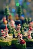 Bakgrund för glad jul med Xmas-prydnaden från lera Royaltyfri Bild