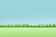Bakgrund för grönt gräs med blå himmel Arkivfoton
