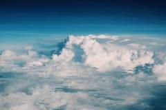 Bakgrund för högst moln arkivfoto